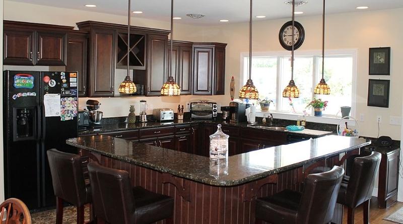 http://www.tghrentals.com/pics/Kitchen 3rd Floor