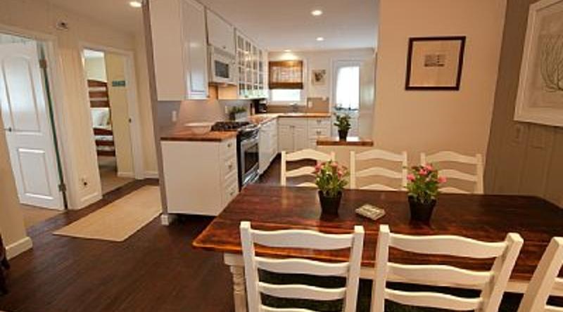 http://www.tghrentals.com/pics/Dining room