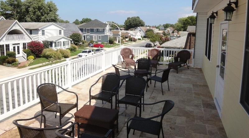 http://www.tghrentals.com/pics/Front Balcony