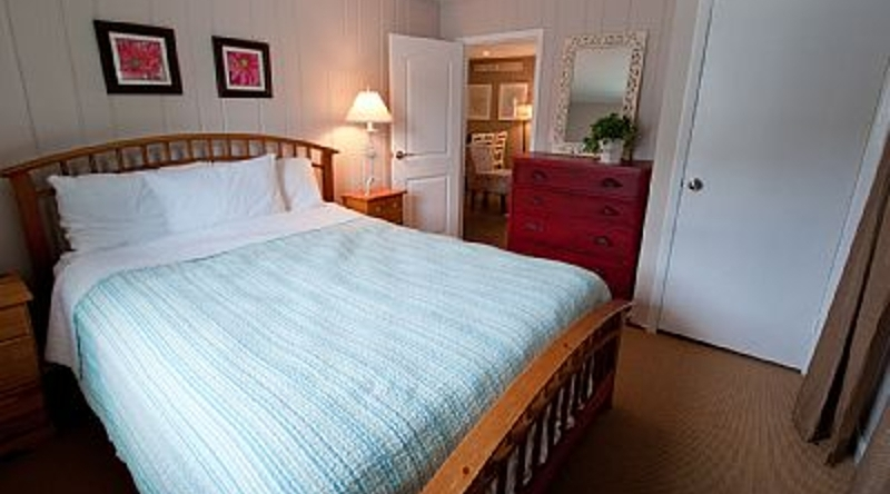 http://www.tghrentals.com/pics/King Bedroom