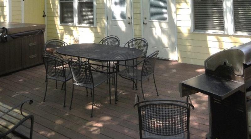 http://www.tghrentals.com/pics/Back Patio/Deck