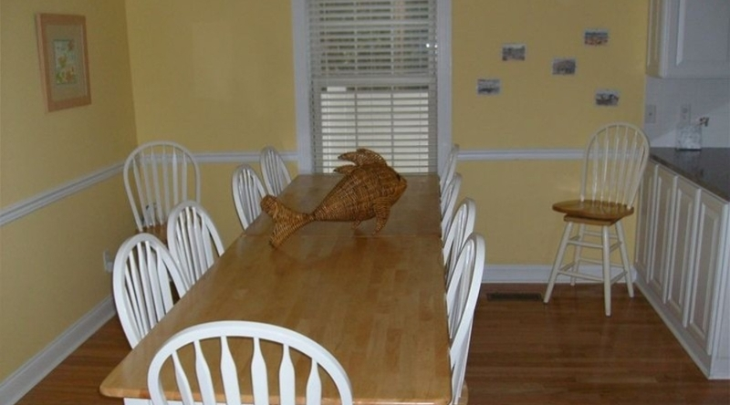 http://www.tghrentals.com/pics/Large Dining Area