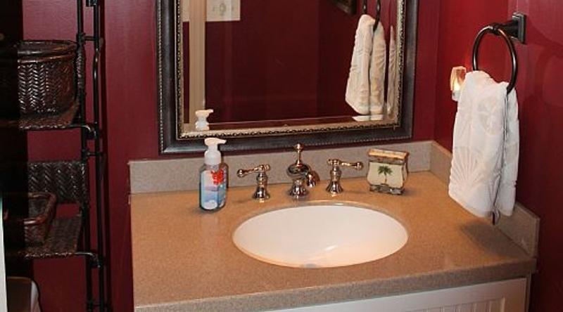 http://www.tghrentals.com/pics/Bathroom