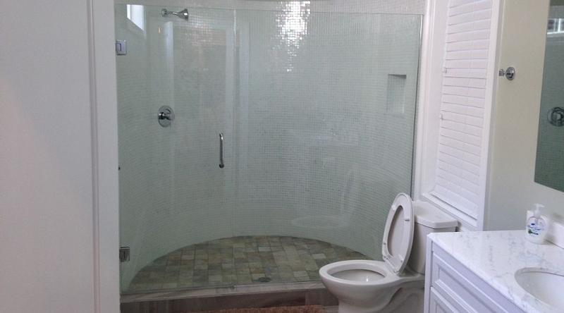 http://www.tghrentals.com/pics/Master Bath #5