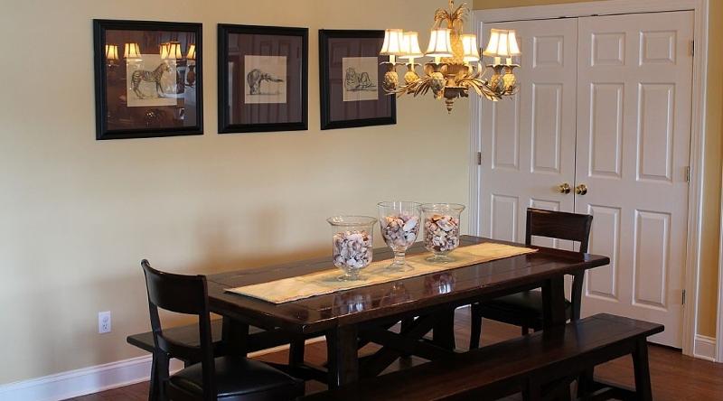 http://www.tghrentals.com/pics/Dining 2nd Floor