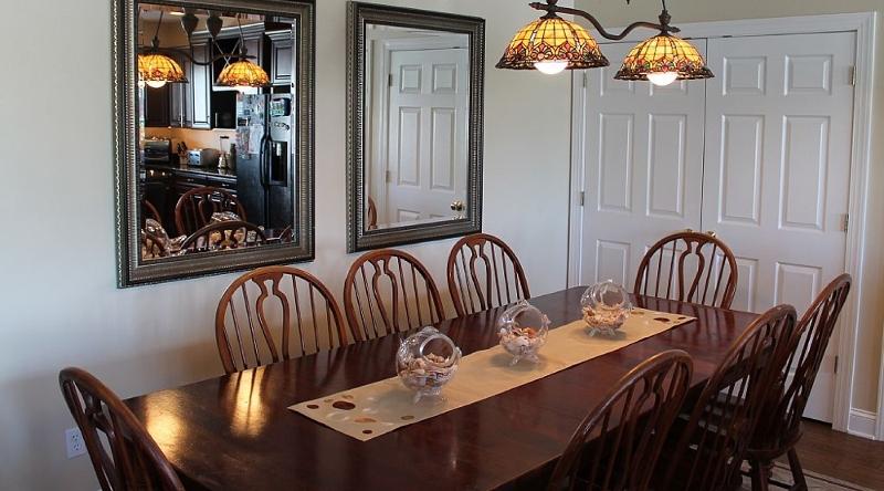 http://www.tghrentals.com/pics/Dining Room 3rd Floor