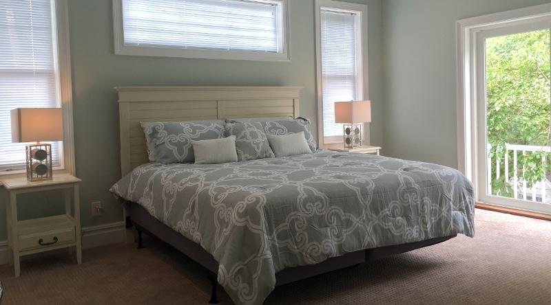 http://www.tghrentals.com/pics/Master Bedroom #2 - 2nd Floor