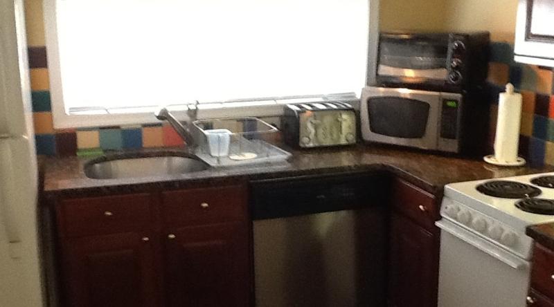 http://www.tghrentals.com/pics/Kitchen 2nd photo