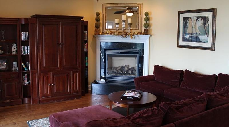 http://www.tghrentals.com/pics/Living Room