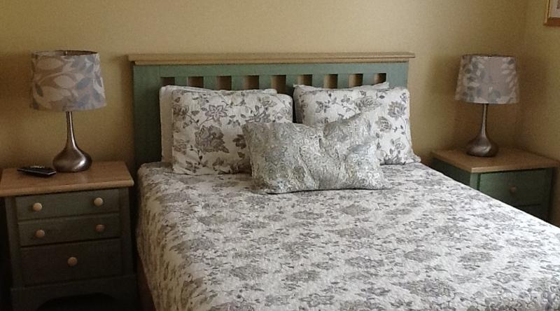 http://www.tghrentals.com/pics/Queen Bedroom