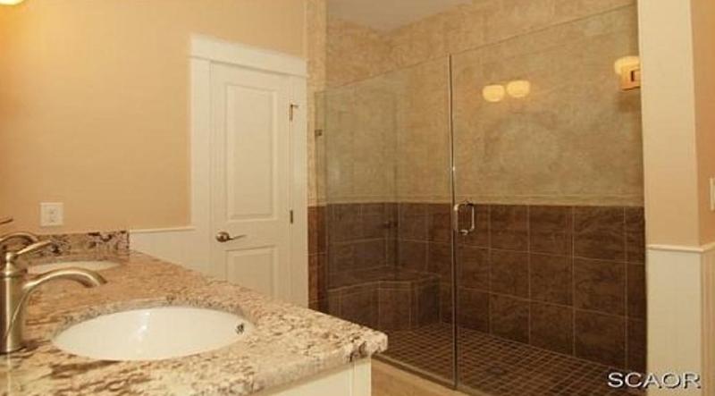 http://www.tghrentals.com/pics/Bathroom similar property