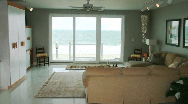 http://www.tghrentals.com/pics/Livingroom