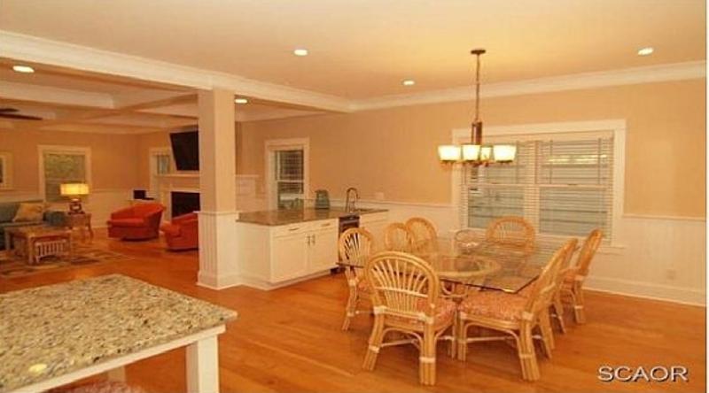 http://www.tghrentals.com/pics/Dining room similar property
