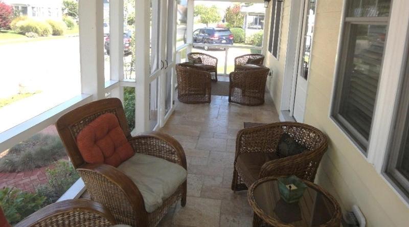 http://www.tghrentals.com/pics/Front Porch