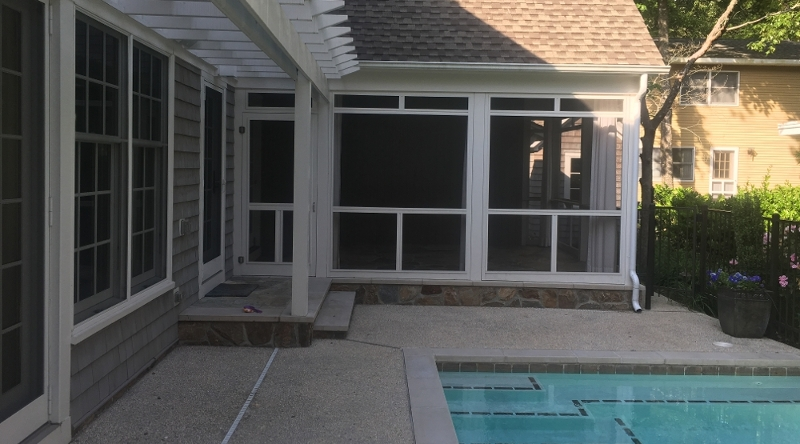 http://www.tghrentals.com/pics/Backyard/Pool w/ screened porch