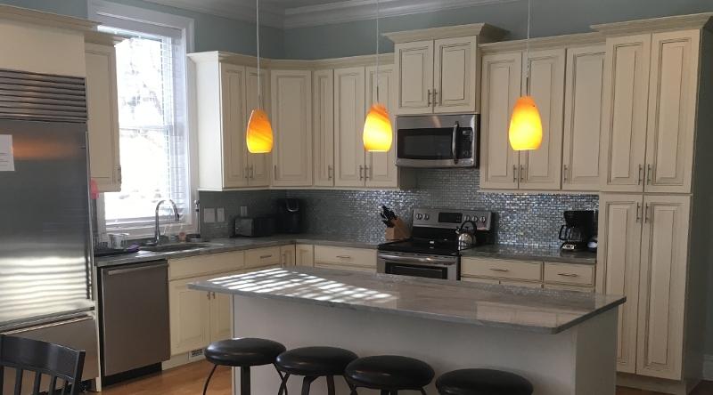 http://www.tghrentals.com/pics/Kitchen