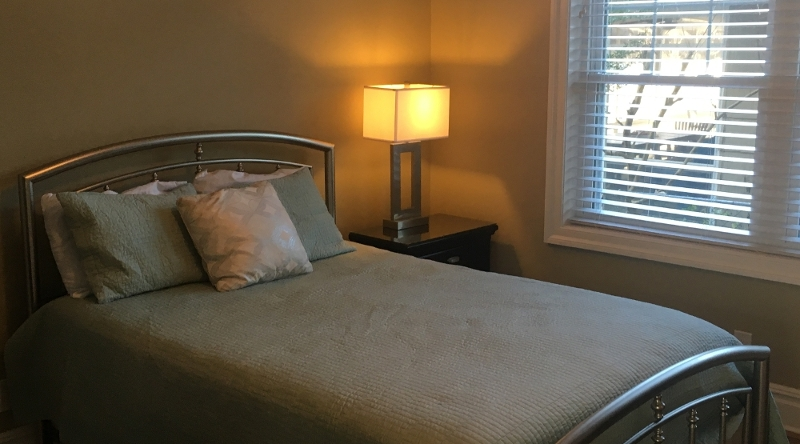 http://www.tghrentals.com/pics/Queen Bedroom #1 - 1st floor