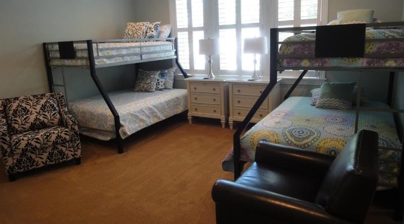 http://www.tghrentals.com/pics/Bunk Beds