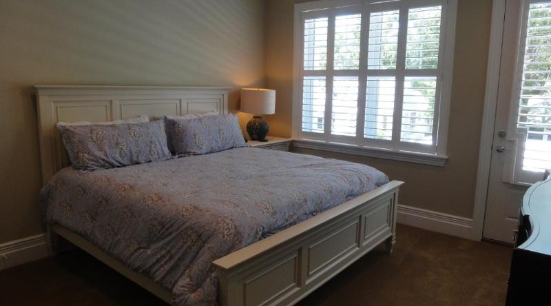 http://www.tghrentals.com/pics/Bedroom 6